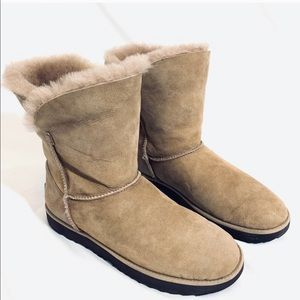 🔥NEW!🔥 UGG CLASSIC SHORT LEATHER Shearling BOOTS
